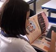 França proíbe uso de celulares no ensinos médio e fundamental