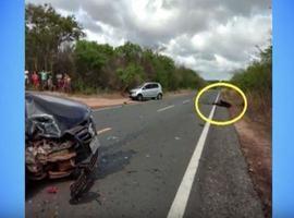 Garçom morre após colisão de carro e moto no litoral do Piauí