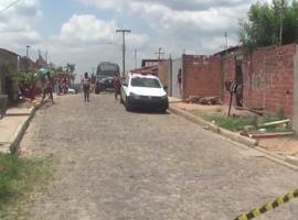 Bandidos invadem casa, matam presidiário e atiram na mãe em Teresina-PI