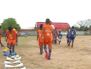 """Inclusão Social: Crianças de THE ganham esporte e educação com o  """"Amigos da Comunidade"""""""