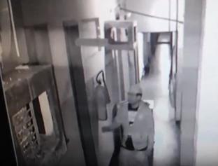Criminoso invade laboratório e furta celular e dinheiro de médico