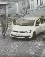 Bandidos furtam automóvel e fazem arrastão em Teresina