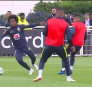 Seleção faz treino técnico e tático com a presença do pentacampeão Edmílson