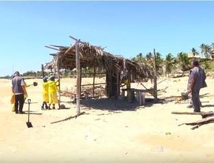 Barracas são demolidas por ordem judicial em Luís Correia