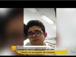 Pai nega que adolescente morreu enquanto usava celular