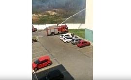 Imagens mostram incêndio de grandes proporções que assustou moradores na zona Sul
