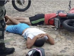 Perseguição policial termina com prisão de dupla suspeita de assalto no Litoral do Piauí