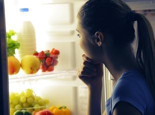 Comer a noite engorda mais? É verdade ou mito?