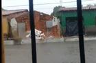 Famílias são retiradas de bairros alagados após chuva em Parnaíba