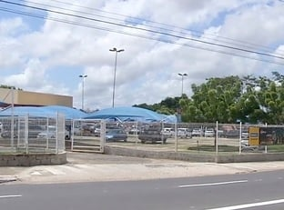 Criminosos fardados invadem hipermercado e fazem arrastão em Teresina
