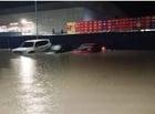 Chuva concentrada na Z. Sul arrasta veículos e deixa moradores ilhados