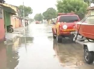 12 horas de chuva deixam moradores em estado crítico em Parnaíba