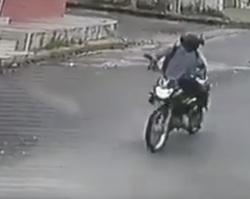 Após flagrar acidente, homem furta bolsa de mulher no Cristo Rei
