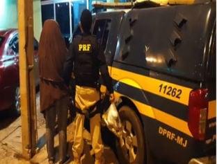 PRF prende mulher com 4 kg de drogas em ônibus na BR-343 em Teresina