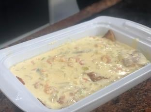 Filé de peixe ao molho de camarão. Uma ótima pedida!
