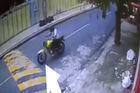 Câmeras de monitoramento flagram assalto a clientes de  restaurante