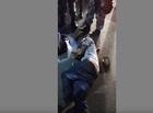 Assaltante morre baleado pelo próprio companheiro dentro de ônibus