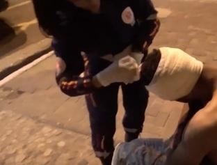Morador de rua é esfaqueado durante discussão na Praça Pedro II