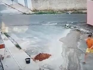 """Morador diz que perdeu R$ 25 mil, TV""""s e celulares em um dos assaltos"""