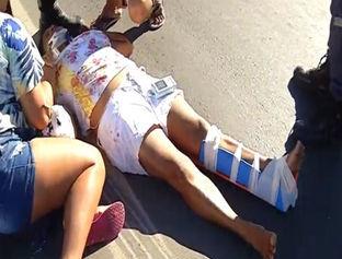 Acidente entre táxi e moto deixa mulher ferida na zona Sul de Teresina