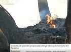 Incêndio na fábrica de borracha permanece e preocupa moradores