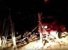 Criminosos perdem o controle de veículo roubado e colidem em casa