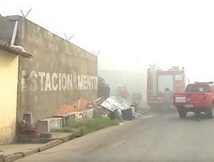 Incêndio de grandes proporções destrói sucata em Teresina