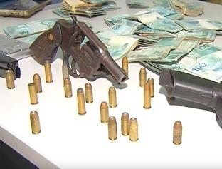 Suspeito de assaltar casa troca tiros com PM e é baleado