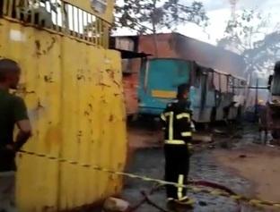Ônibus e caminhões são destruídos em incêndio em oficina em Teresina