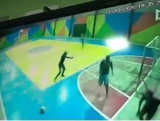 Dupla invade quadra de escola, atira e deixa três feridos em Fortaleza