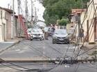 Caminhão derruba dois postes e danifica outros dois na zona sul de THE