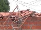 Torre cai sobre casa e provoca prejuízos no Promorar em Teresina