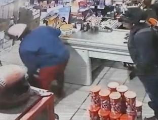 Dupla invade supermercado na zona Norte de Teresina e faz arrastão