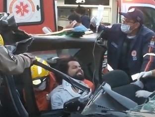 Motorista perde o controle, colide com outro carro e vítima fica presa
