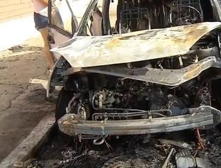 Carro pega fogo na zona Norte de Teresina