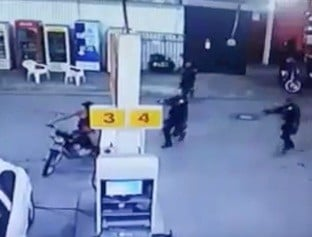 Casal é preso com arma após chegar em posto empurrando motocicleta