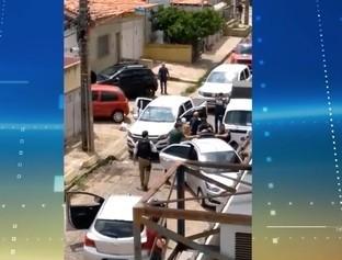Perseguição policial termina com casal preso acusado de tráfico