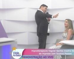 Suyane Pessoa é hipnotizada ao vivo no programa Vida de Artista
