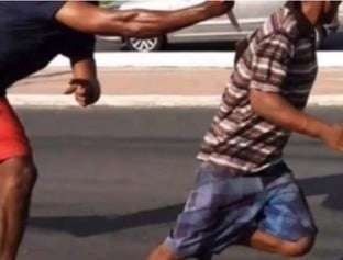 MA: Vídeo mostra homem escapando de facada e atropelamento em São Luís