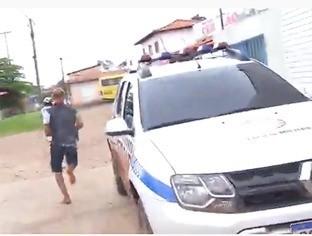 Equipe da Rede MN flagra jovem fugindo algemado de delegacia  em Timon