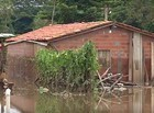 Água dos rios invade casas e famílias perdem tudo em Teresina