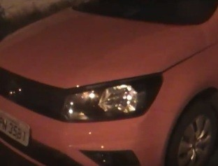 Polícia intercepta veículo roubado e apreende menor de idade