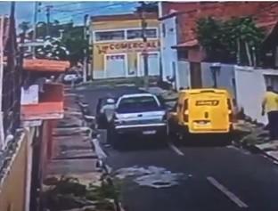Quadrilha rouba carga dos correios e abandona mercadoria em Teresina