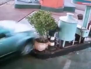 Idoso morre atropelado em posto de combustíveis em SP
