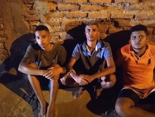 Trio é preso com arma de uso exclusivo da PM, celulares e um veículo