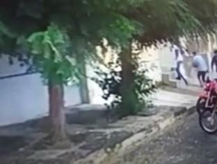 Bandidos invadem residência após casal sair para limpar calçada