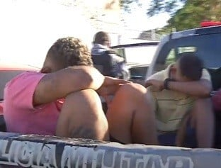 Três suspeitos de assaltos trocam tiros com a PM e acabam presos