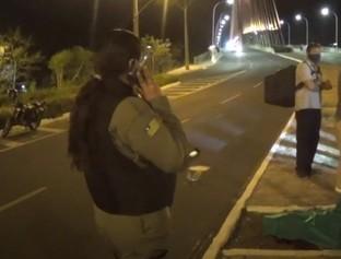 Homem perde o controle de moto e morre após colidir com árvore em THE
