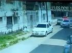 Vítima é abordada quando chegava em casa e tem veículo levado