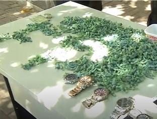 Polícia prende homem com mil pedras de crack e uma coleção de relógios